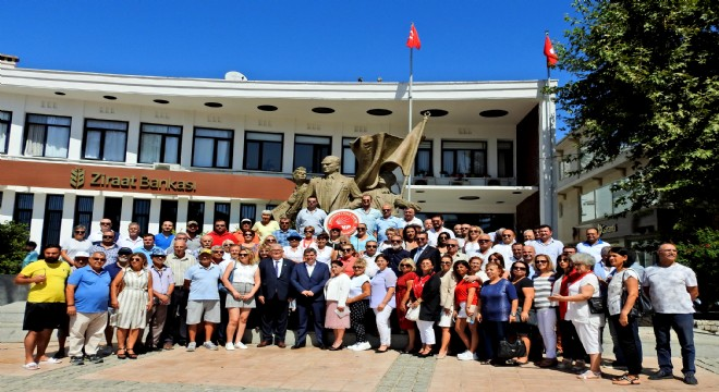 CHP'nin kuruluş ve İzmir'in kurtuluş yıl dönümleri törenle kutlandı