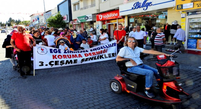 Engelliler farkına varılmak için yürüdü