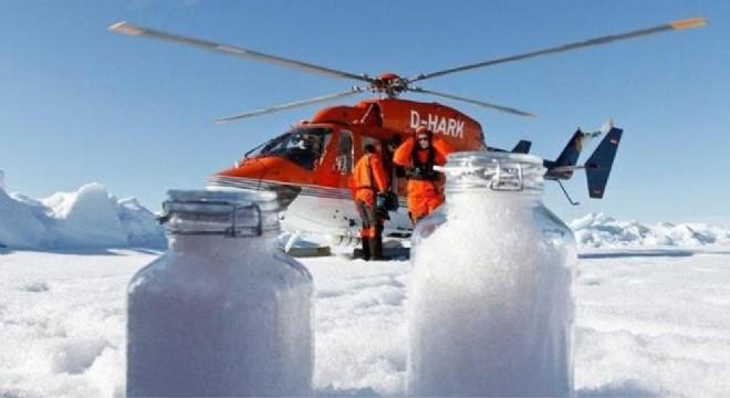 Kuzey Kutbu'na gökten karla beraber plastik yağıyor