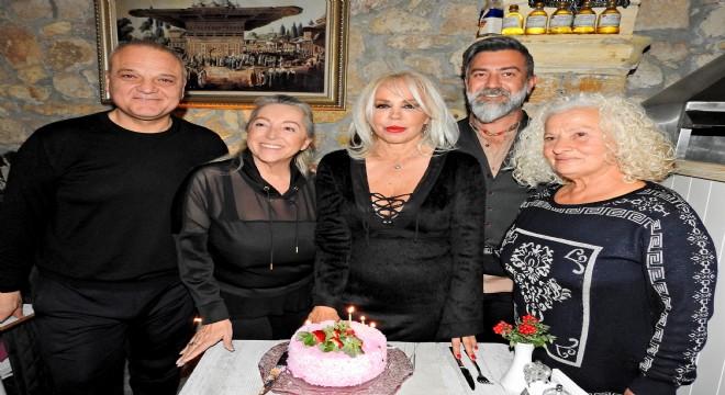 Semiha Yankı yaş gününü Çeşme'de kutladı