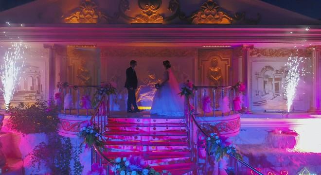 Yeni normalleşmede ilk düğün.