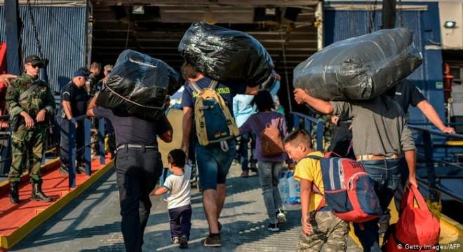 Yunanistan Ege Adaları'ndaki sığınmacıları tahliye ediyor