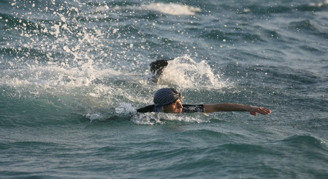 Yüzerek Sakız Adası'na gitmeye çalıştı!